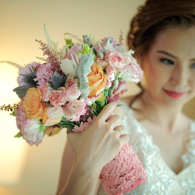 29 Wedding Photographers Davao, Philippines - e8327331dabd8c62a37054d4077a4b4f-yellow-rose-wedding-bouquet