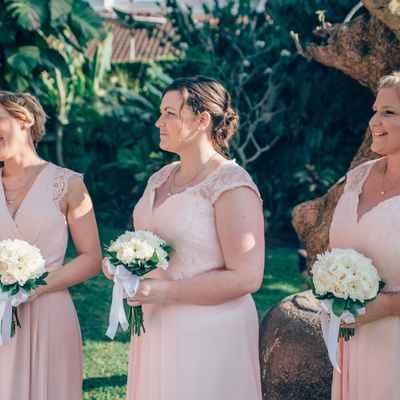 Outdoor pink bridesmaids