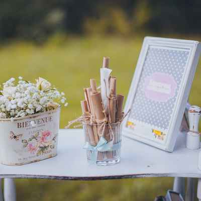Summer white photo session decor