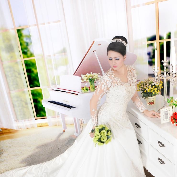 model by Cyntia, new design wedding gown