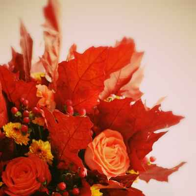 Autumn red wedding floral decor