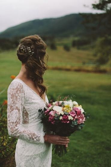 Outdoor ivory bridal hair and make-up