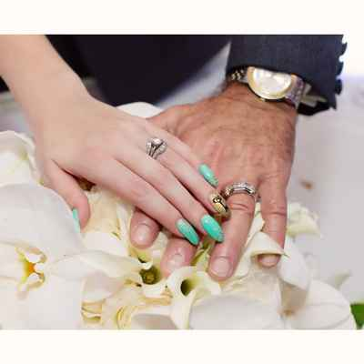 Green wedding nail design