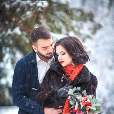Outdoor winter white wedding photo session ideas