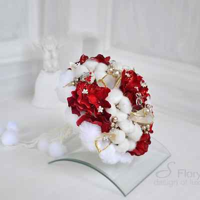 Winter red alternative wedding bouquet