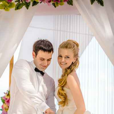 Overseas white bridal hair and make-up