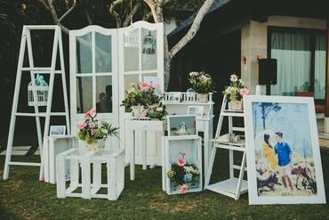 Outdoor white wedding reception decor