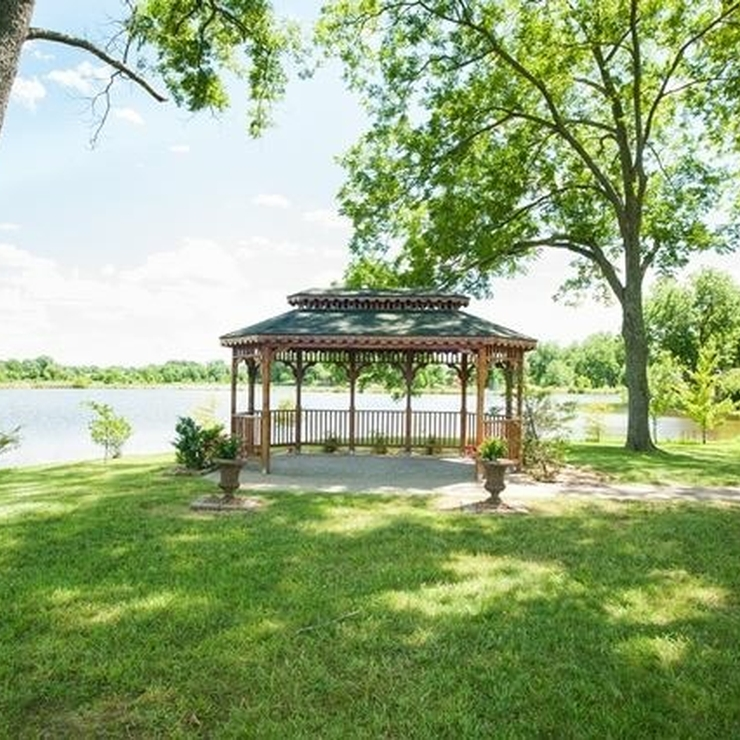 Gazebo & Courtyard for Ceremony