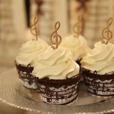Themed ivory wedding cupcakes