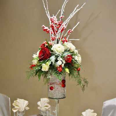 Winter red wedding floral decor