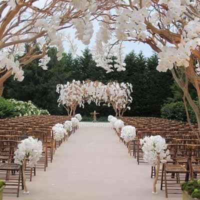 English summer wedding ceremony decor