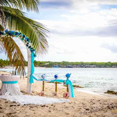 Beach blue wedding ceremony decor