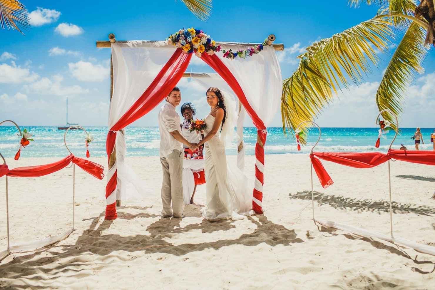Beach red wedding ceremony decor