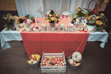 Autumn red wedding reception decor