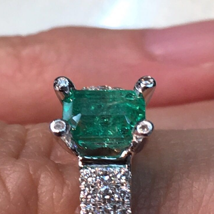 Emerald solitaire diamond engagement ring with matching twin band