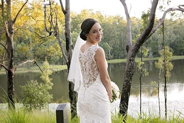 Outdoor autumn white wedding photo session ideas