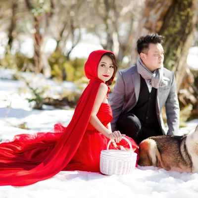 Outdoor winter red engagement