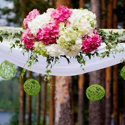 Summer green wedding ceremony decor