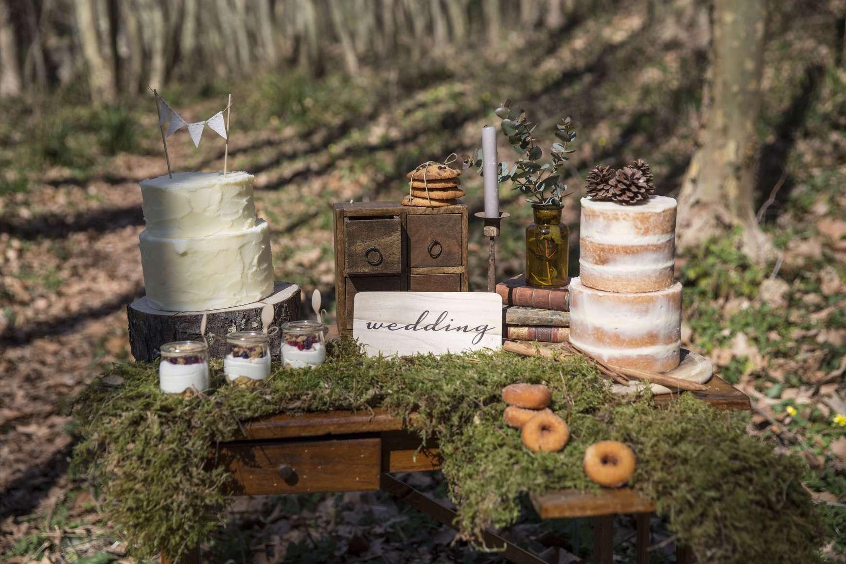 Outdoor ivory wedding photo session decor