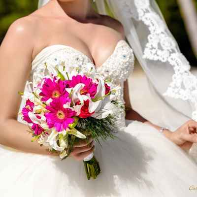 Overseas white lilly wedding bouquet