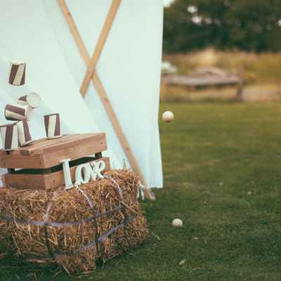 Rustic brown photo session decor