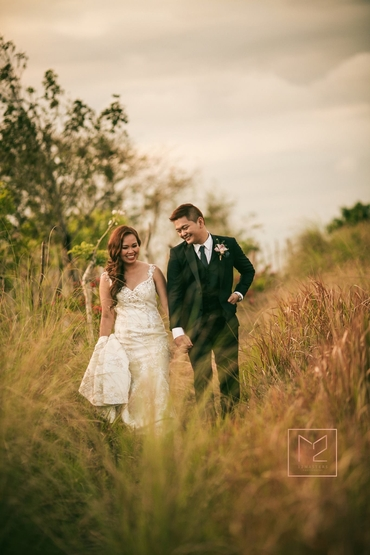 Outdoor summer black wedding photo session ideas