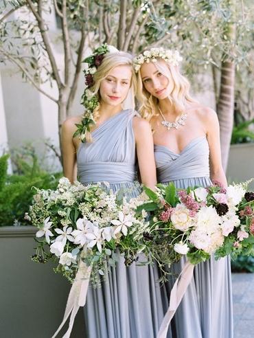 Outdoor blue wedding photo session ideas