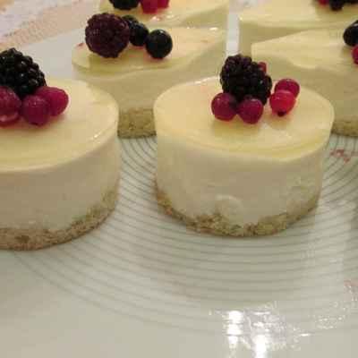 Fruit wedding cupcakes