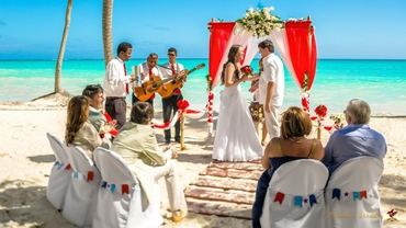 Overseas red real weddings