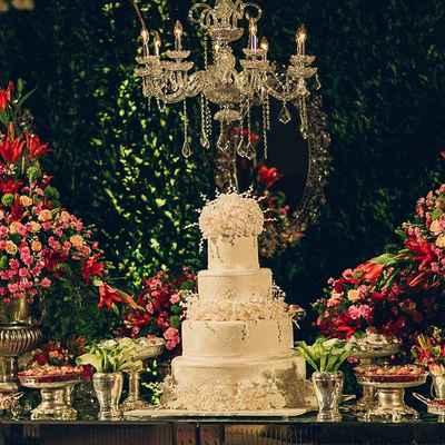 Overseas white wedding floral decor