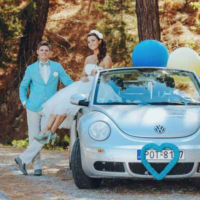 Breakfast at tiffany's blue wedding transport decor