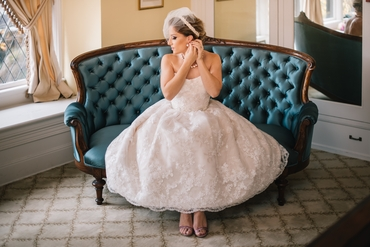 Overseas ivory short wedding dresses