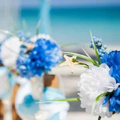 Marine blue wedding floral decor