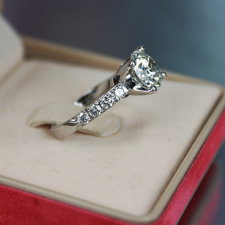 2.45 carats diamond platinum engagement ring! Center Diamond is GIA certified 2.00 carats, F-color,