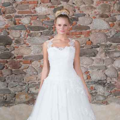 White overseas long wedding dresses
