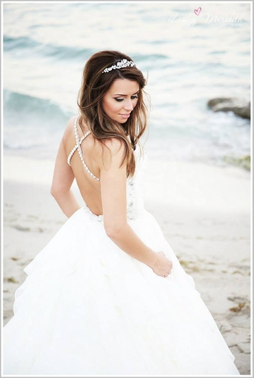 Beach white bridal hair and make-up