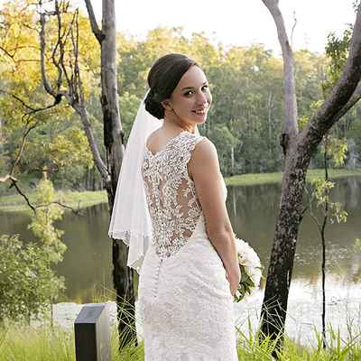 Outdoor autumn white wedding photo session ideas