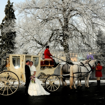 Winter wedding transport decor