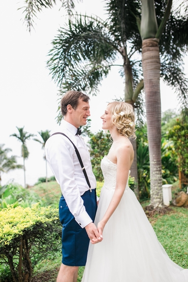 Outdoor ivory open wedding dresses