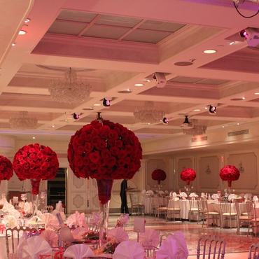 Red wedding floral decor