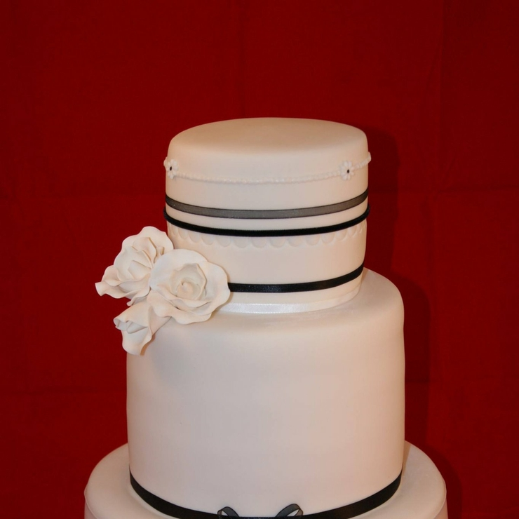 Traditional fondant wedding cakes