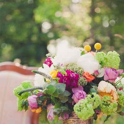 Summer pink wedding floral decor