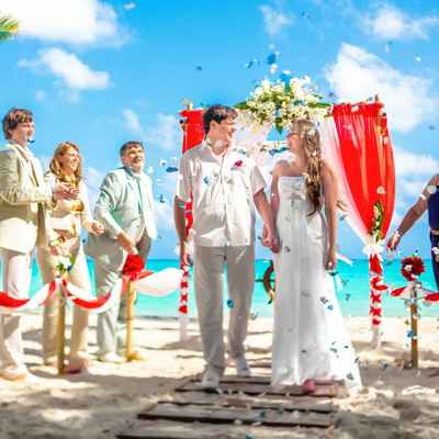 Marine white wedding ceremony decor