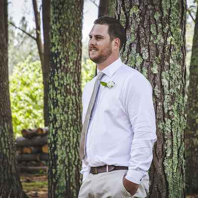 Outdoor groom style