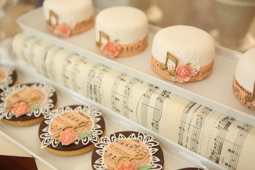 Themed brown wedding cupcakes