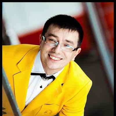 Yellow groom style