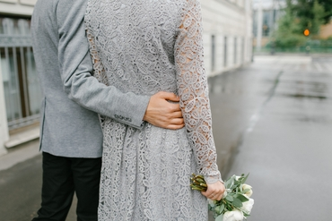 Outdoor grey wedding photo session ideas