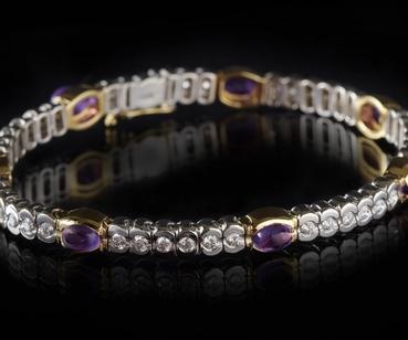 Bracelets, earrings, necklaces & other jewellery