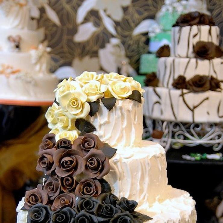 Outdoor summer wedding cakes