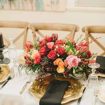 Overseas red wedding floral decor
